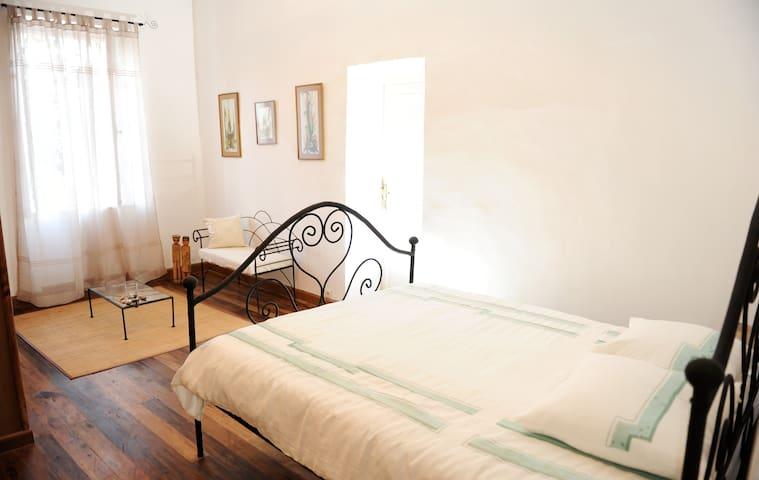 Maison d'Hôtes Mandrosoa - Chambre Café - Mandrosoa - Bed & Breakfast