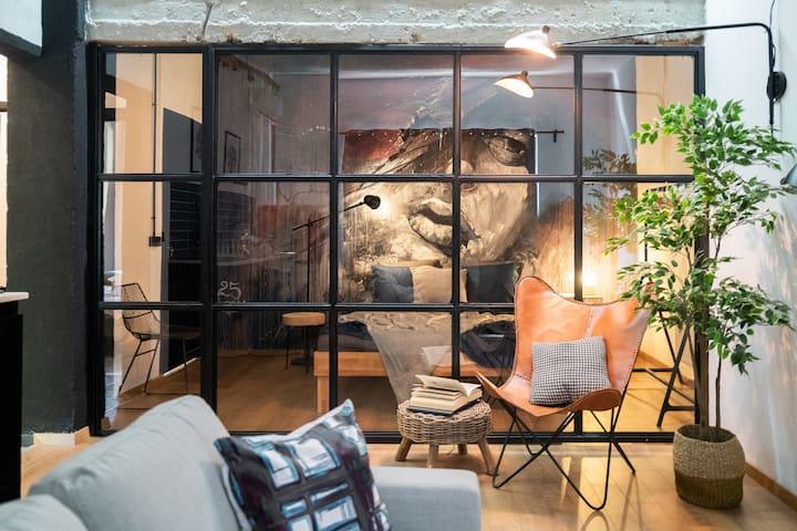 Top Center- Art Loft| Two Bedrooms + Parking