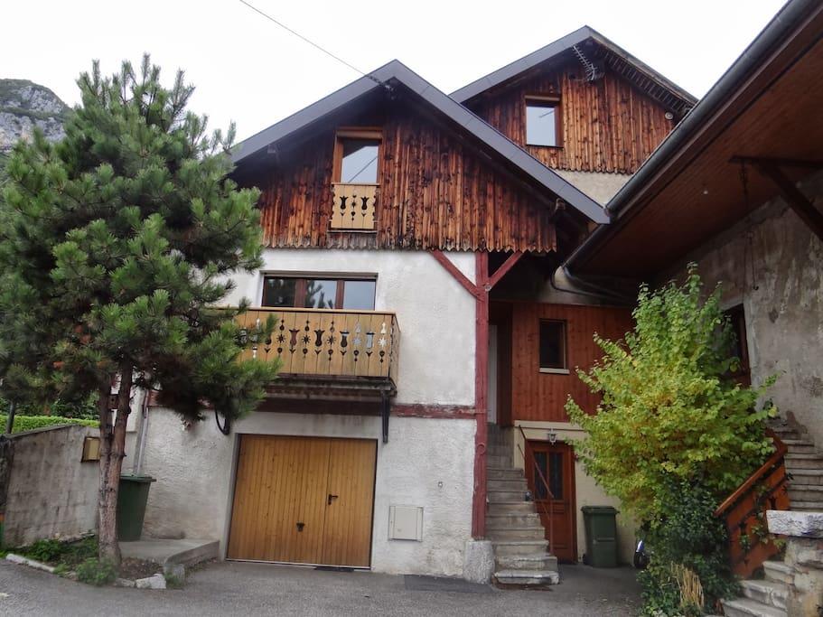 Belle rive du lac d 39 annecy maisons louer menthon for Annecy maison a louer