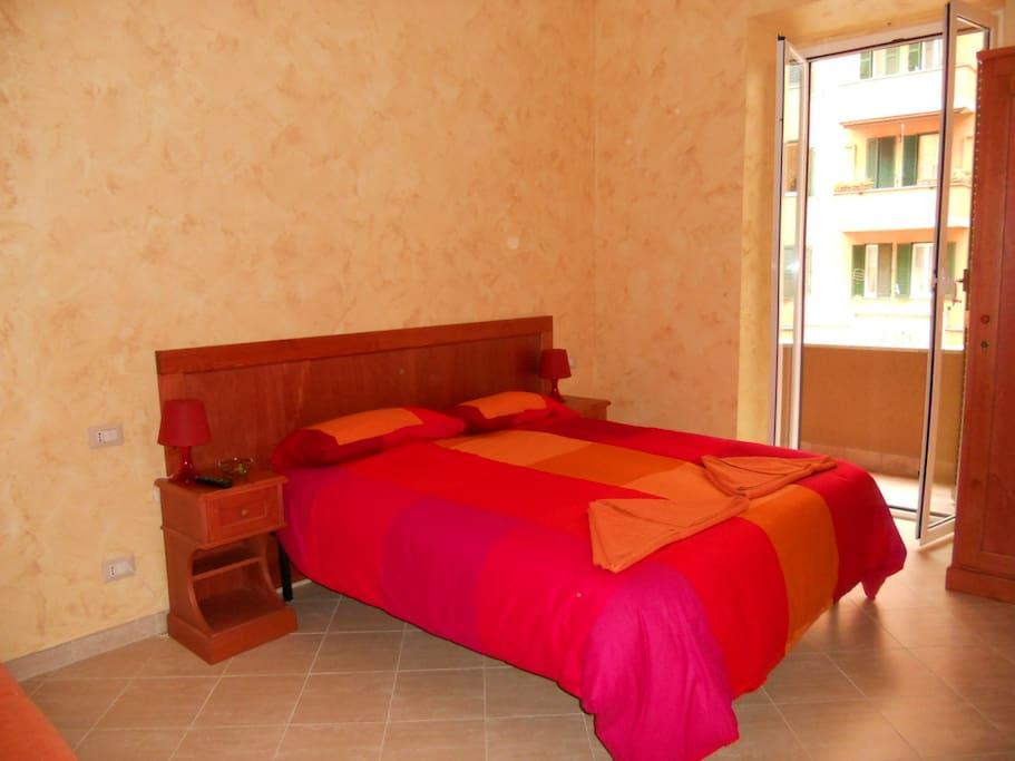 Un'altra vista della stanza rossa