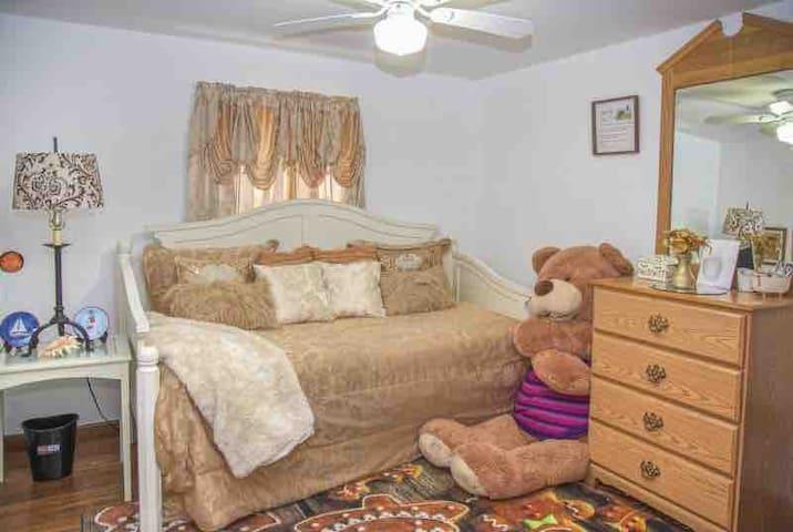 Kamar tidur 4