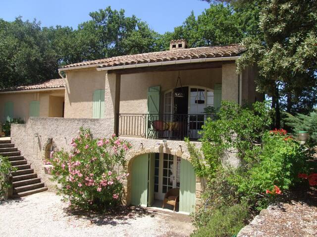 villa/piscine privée près du village de Lourmarin