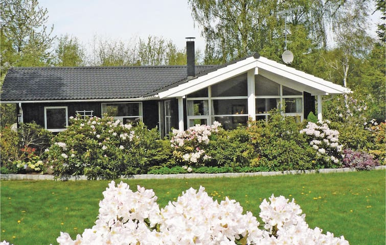 Holiday cottage with 3 bedrooms on 113m² in Gilleleje