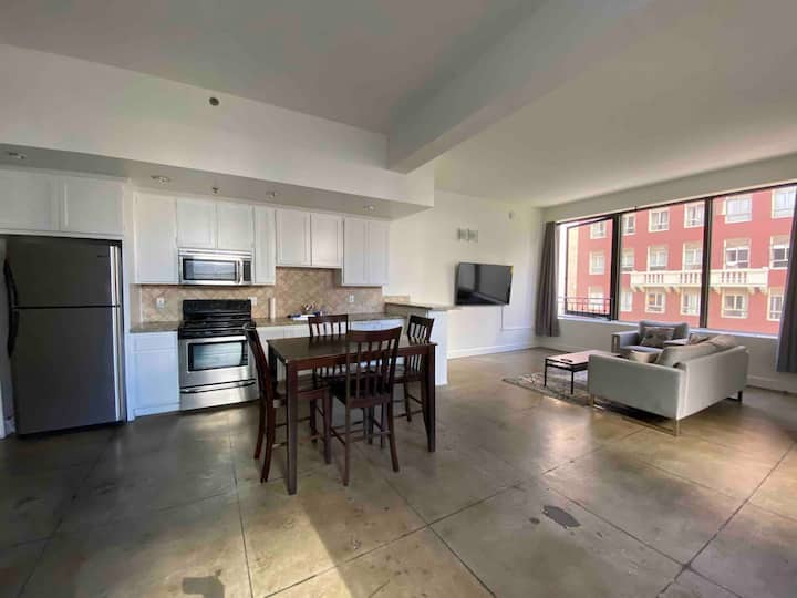 DTLA LOFT C (420 FRIENDLY, FREE PARKING)