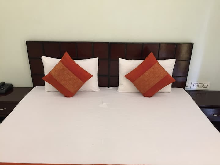 Welcome Couples/ Solo travelers in Sec 48, Gurgaon