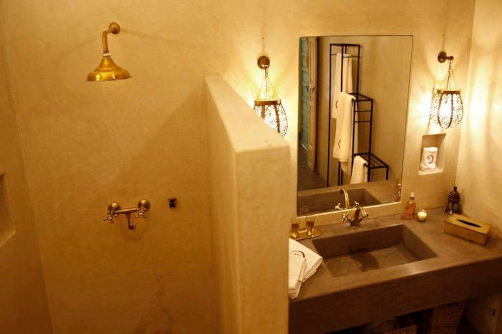 Cuarto de baño completo de Habitación Doble