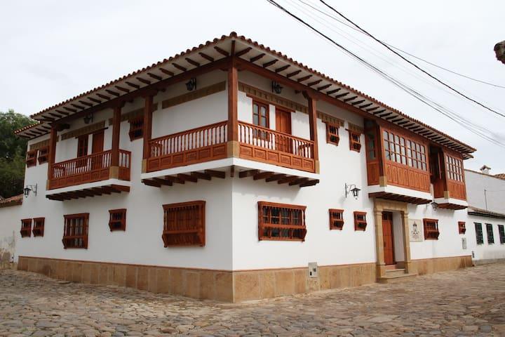 HOTEL JARDINES DE LA VILLA II - Villa de Leyva - Maison