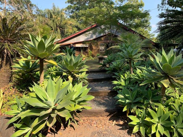 Romantic Getaway at Logwoods Homestead