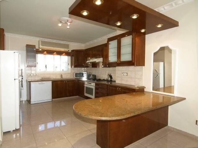 3-bdr. apartment Mairoza6 150m to the Sea - Limassol - Flat