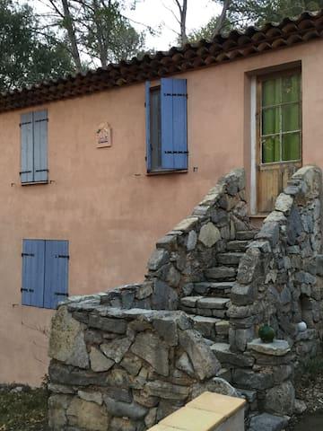 Petit pieds à terre au calme - Besse-sur-Issole - Dům