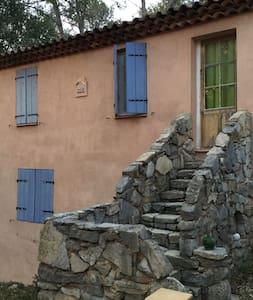 Petit pieds à terre au calme - Besse-sur-Issole - Rumah