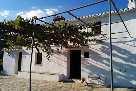 """Casa rural-cortijo """"El Lagarillo de Troya"""" - Colmenar - บ้าน"""