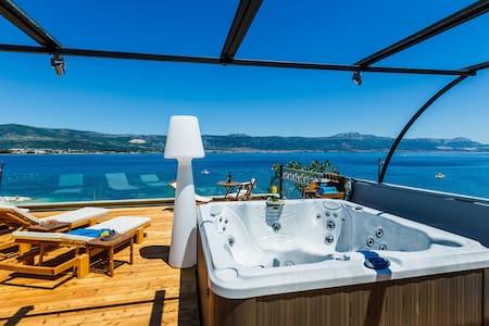 Villa, First Row to the Sea, Trogir **** - Arbanija - Villa