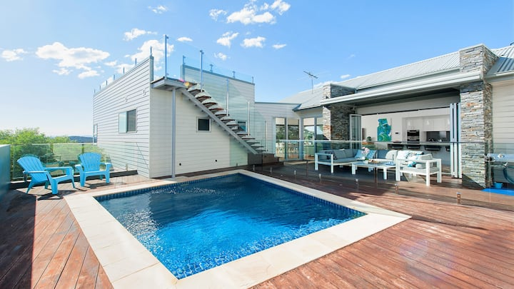 The Lookout - Ultra Modern and Luxurious with pool