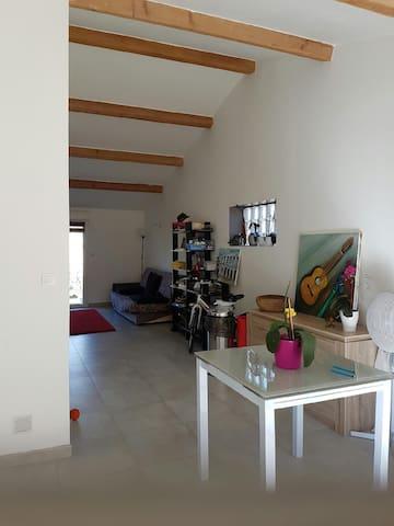 Joli studio moderne(45 m2)  à Clarensac (Gard) - Clarensac - Casa