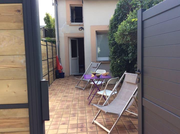 Petite maison avec cour centre Bourges