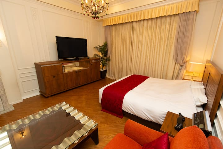 Love hotel for 2+huge TV+unlimited wifi,107