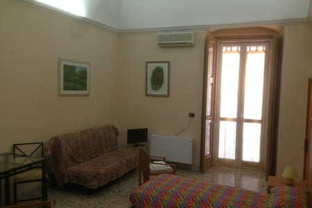 Private Rooms in a Liberty building - Torremaggiore - Bed & Breakfast - 1