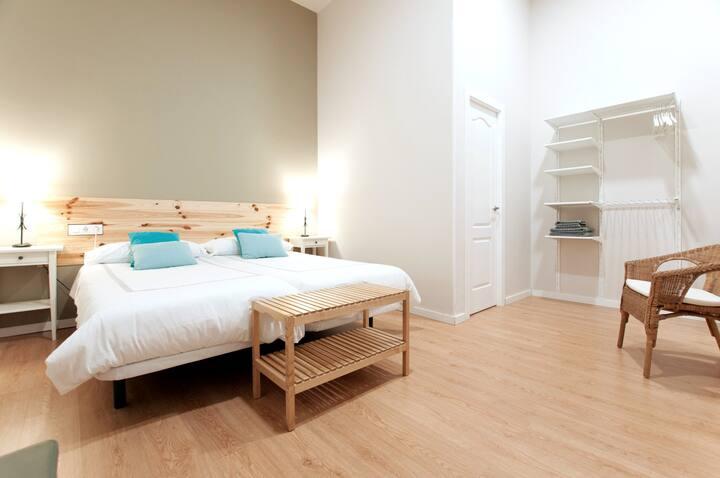 Double suite with bathroom in Triana (No window)