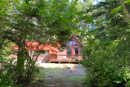 Large Cabin minutes from Lake Wenatchee