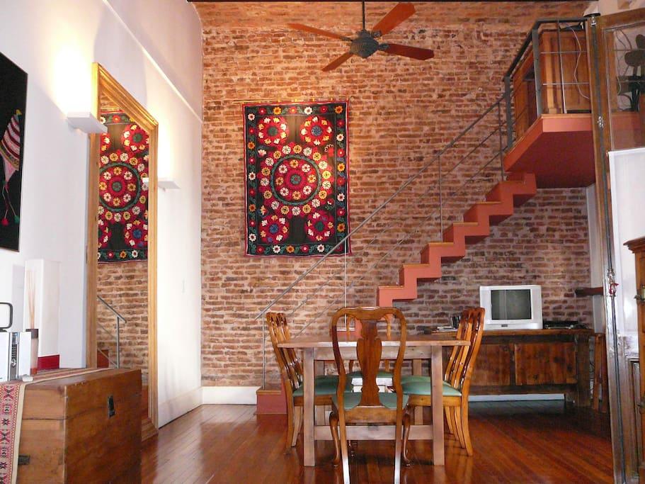 dining room with beautiful tapiz