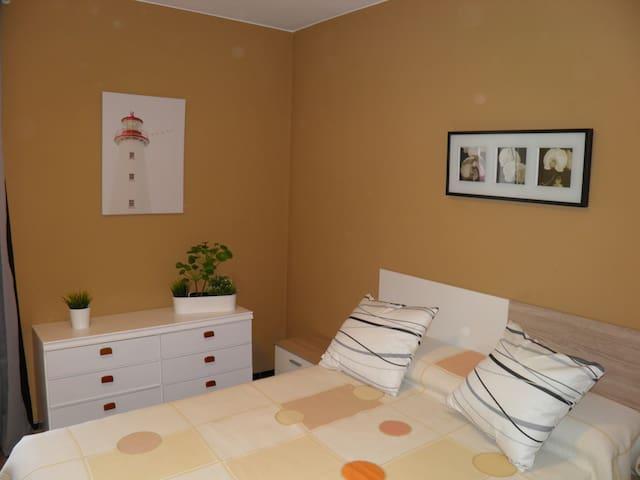 habitacion 1, cama de matrimonio de 1.35x1.90 colchon visco.