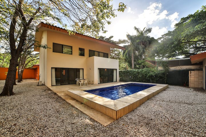 Casa Relax, Perfect getaway steps from the beach!