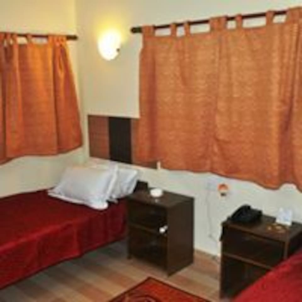 Rooms with a little dresser, TV, heater /cooler and all other amenities.