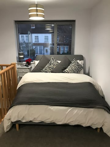 Cosy double bed with luxury Egyptian Cotton bedding.
