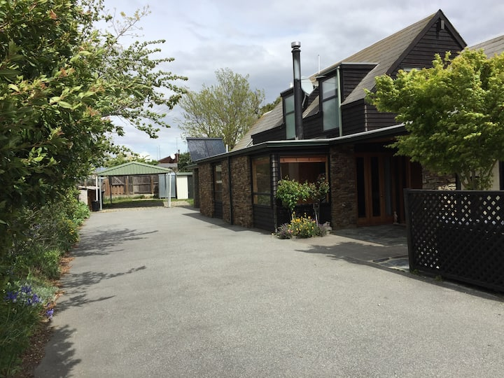 Large Cromwell Holiday Home