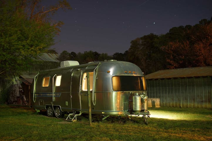 ★Vintage Airstream Sits Amid Old Orchard Trees★