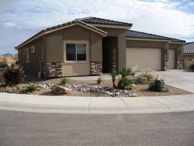 *NO GUEST SERVICE FEE* 3 Bedroom home in Mesquite #437