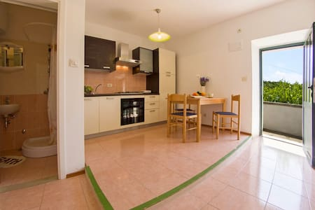 Renovated apartment with lovely terrace II - Sumartin