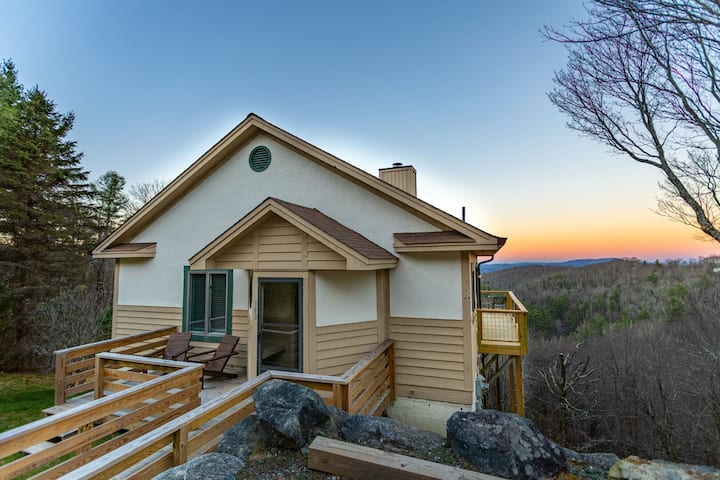 Harmony View - Beautiful view, game table, wood-burning fireplace!