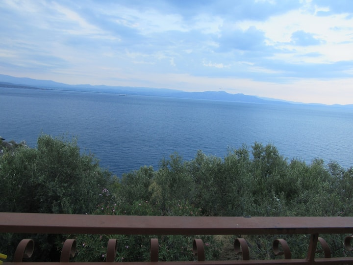 Τhe best view to the Laconian bay2. Β&Β