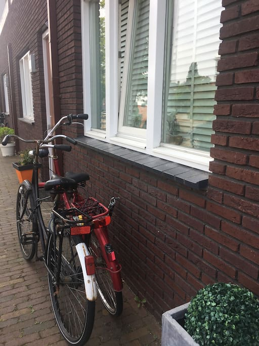 2 bicycles available. Within 2 minutes you're in the city centre of Haarlem, the beach of Zandvoort is within 20 minutes.
