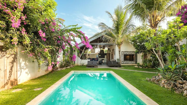 Stunning 2bdr Villa, Private pool, walk to Beach