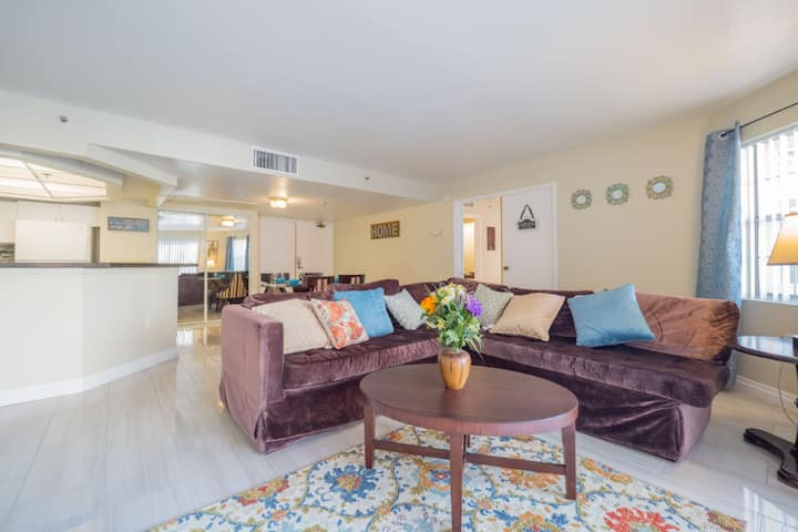 You are Near the Strip & LVCC, 2 Bedroom (3C25D)