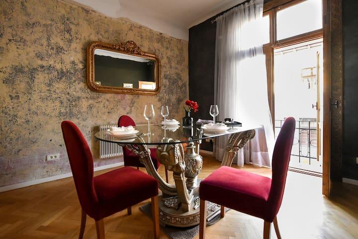 The Brancovanian Apartment | Cismigiu Park