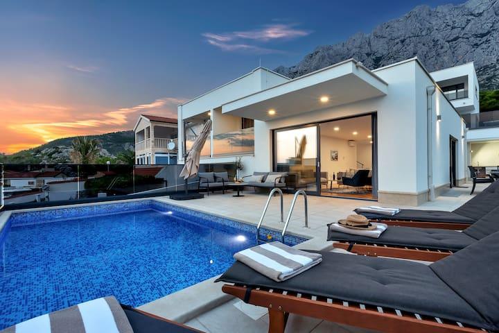 Villa Mendula-Luxurious New Villa w Pool, Sea View