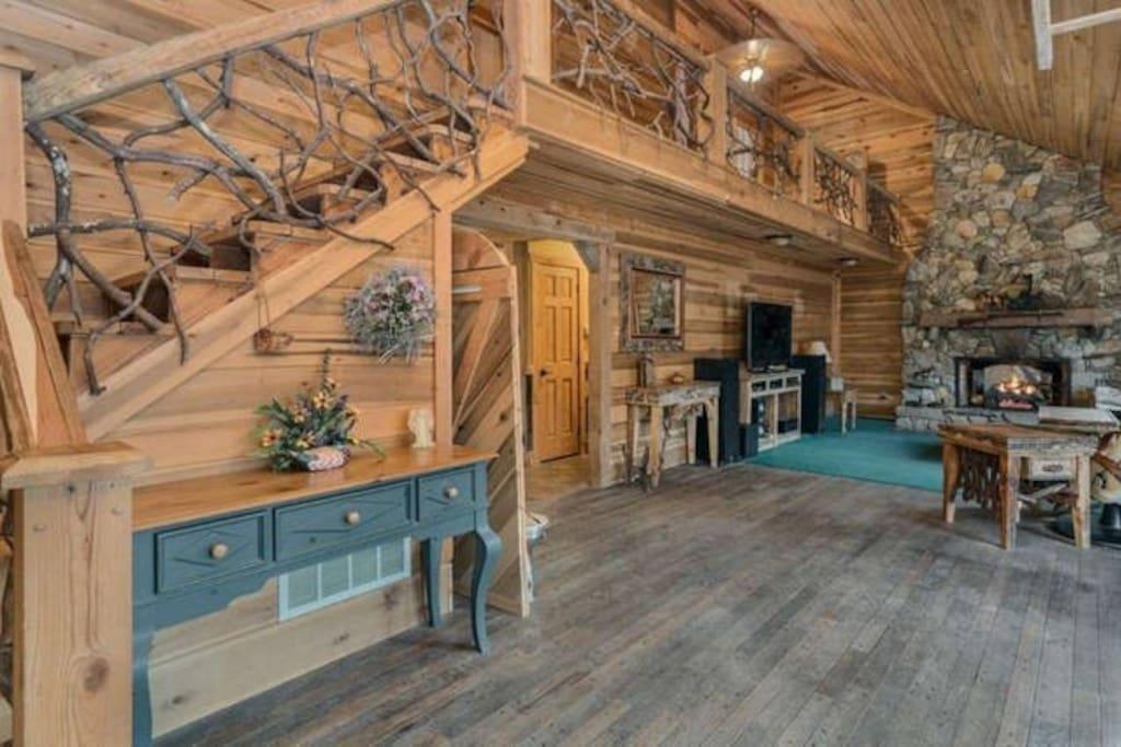 Loft Area upstairs with Mtn. Laurel Railings