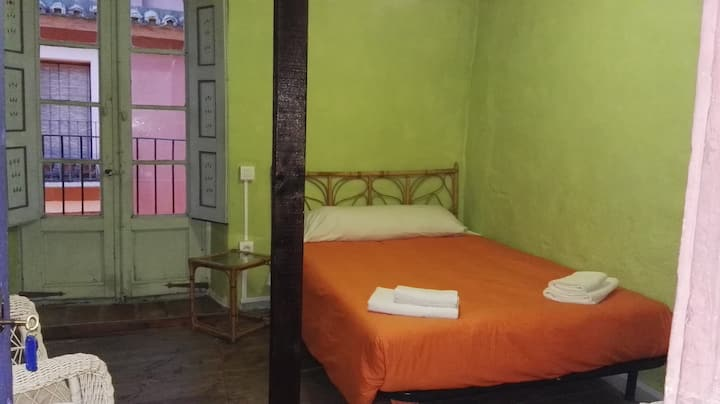 Habitación de matrimonio con baño privado (Centro)