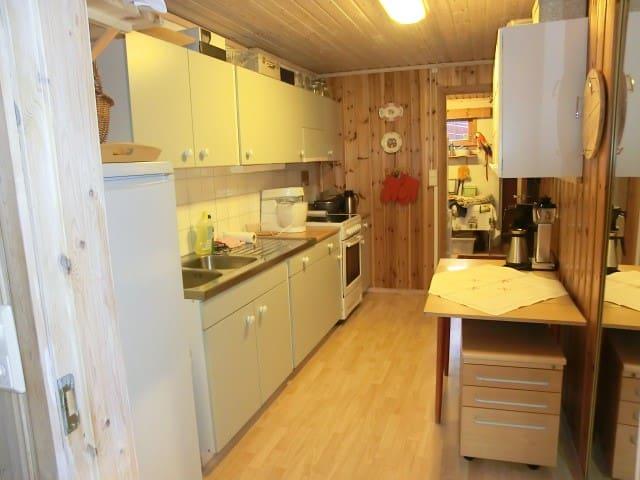 Leilighet i underetasjen i villa - Florvåg - Departamento