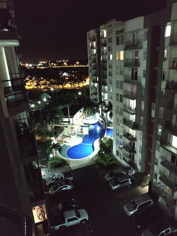 Apto con balcón, piscina, con excelente ubicación