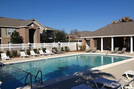 Fully Stocked Foley Condo ! Beaches, nice pool!