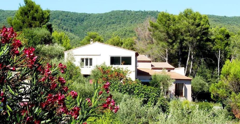 VILLA  6 PERSONNES-CADRE EXCEPTIONNEL - Le Beausset - Haus