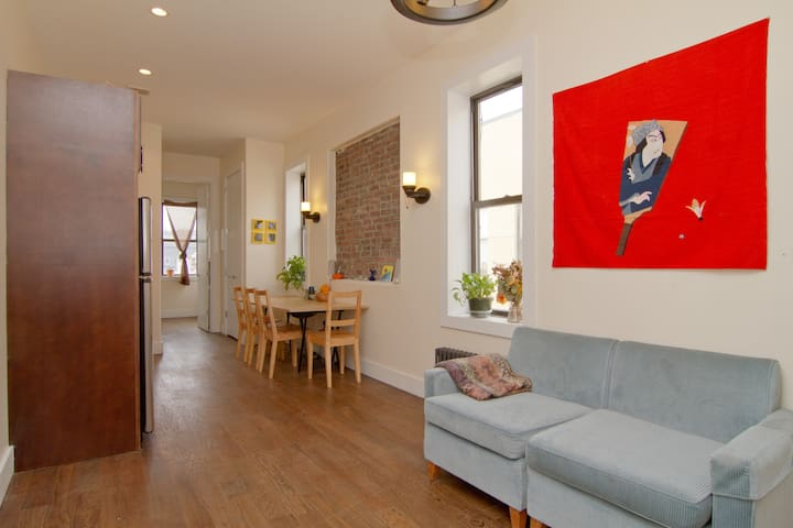 PRIVATE and SUNNY Williamsburg Apt!