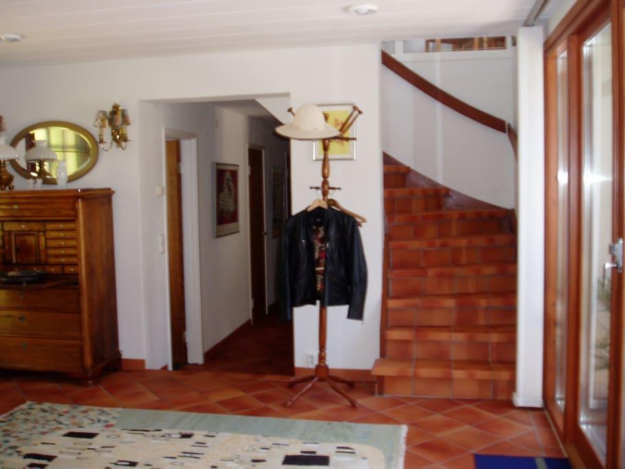 hallen med uppgång till ovanvåningen