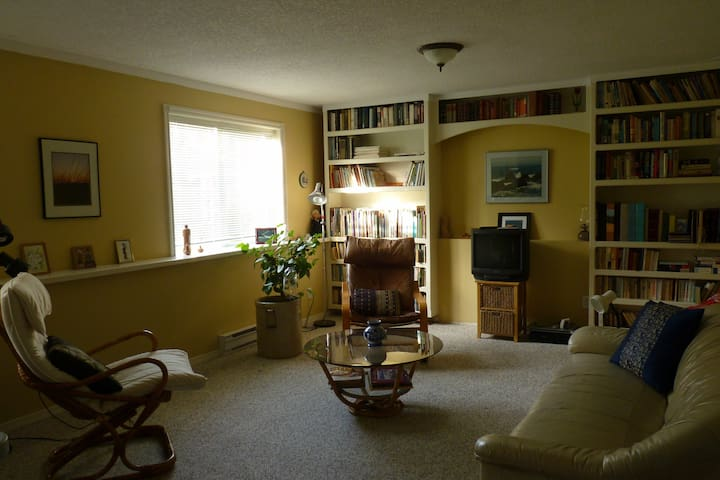 Private space, two rooms, queen bed - Cobble Hill - Hus