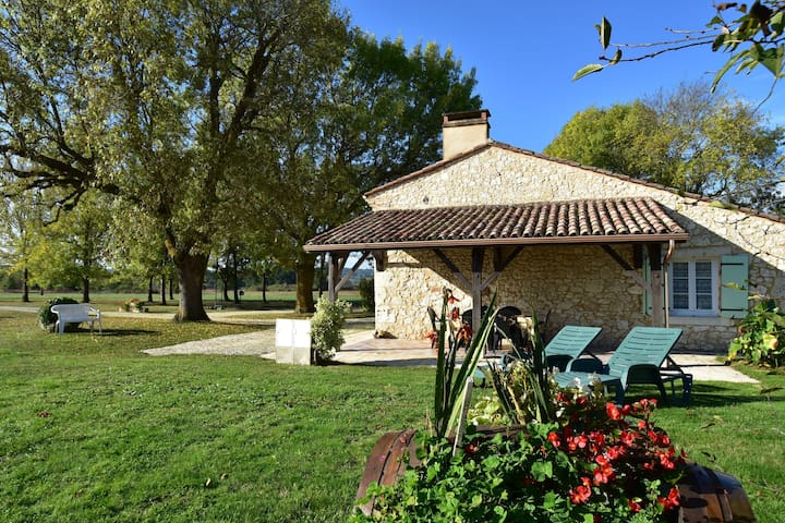 Rural home near Bergerac (8 km) with magnificent views and large playground